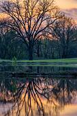 Scenic sunset on an early spring evening in Fort Gibson, Oklahoma. (USA) ALM2BC20D6| 写真素材・ストックフォト・画像・イラスト素材|アマナイメージズ