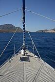 bow of boat showing self furling jib ALMEX4C10| 写真素材・ストックフォト・画像・イラスト素材|アマナイメージズ