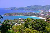 Blick auf Karon und Patong Beach vom Karon Viewpoint, Phuket, Thailand ALMRGRHK9| 写真素材・ストックフォト・画像・イラスト素材|アマナイメージズ