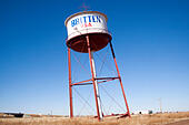 Britten Leaning Water Tower in Groom Texas ALME70AAT| 写真素材・ストックフォト・画像・イラスト素材|アマナイメージズ