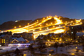 At night the Alpensia resort in the Gangwon-do region of South Korea is lit by lights.  Some South Korean ski resorts offers night skiing for people from Seoul who can only ski after working hours.  The Alpensia Resort is a ski resort and a tourist attraction. It is located on the territory of the township of Daegwallyeong-myeon, in the county of Pyeongchang, hosting the Winter Olympics in February 2018.  The ski resort is approximately 2.5 hours from Seoul or Incheon Airport by car, predominantly all motorway.   Alpensia has six slopes for skiing and snowboarding, with runs up to 1.4 km ALMM9P2J9  写真素材・ストックフォト・画像・イラスト素材 アマナイメージズ
