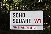 A street sign for Soho Square W1, Westminster, London, England, U.K. ALMB33T0E| 写真素材・ストックフォト・画像・イラスト素材|アマナイメージズ