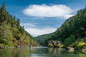 The Wild and Scenic Rogue River in southern Oregon. ALMDA9P7E| 写真素材・ストックフォト・画像・イラスト素材|アマナイメージズ