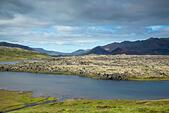 Iceland, Snaefellsnes, Frödarsheidi, Snæfellsnesvegur pass road, volcanic landscape with lake and lava tongue, blue sky ALMPJKKF1  写真素材・ストックフォト・画像・イラスト素材 アマナイメージズ