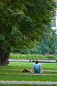 Man with a girl lie on the green grass under the tree in Moscow near the Kremlin wall ALMBWNC26| 写真素材・ストックフォト・画像・イラスト素材|アマナイメージズ