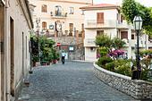 Sicilian city on eastern coast ALMEB3CPF| 写真素材・ストックフォト・画像・イラスト素材|アマナイメージズ