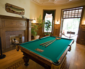 Boldt Castle Games Room: A billiard table dominates the games room in this restored upstate New York mansion ALMB3JCT4| 写真素材・ストックフォト・画像・イラスト素材|アマナイメージズ