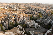 'Aerial view of rocky landscape in Cappadocia, Turkey' ALMR03Y9F| 写真素材・ストックフォト・画像・イラスト素材|アマナイメージズ