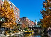 The Bricktown canal in the historic Bricktown district of Oklahoma City, OK, USA ALMEC255W| 写真素材・ストックフォト・画像・イラスト素材|アマナイメージズ