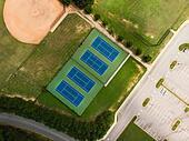 Arial shot of Tennis courts in the park ALMW6J45M| 写真素材・ストックフォト・画像・イラスト素材|アマナイメージズ