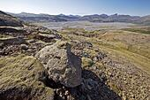 Overlooking a barren landscape with the riverbed Joekulsársandur, National Park Lónsoeræfi, Iceland ALM2ADAK29| 写真素材・ストックフォト・画像・イラスト素材|アマナイメージズ