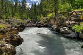 Inlet of the Natural Bridge on Oregon's upper Rogue River ALME8P5CJ| 写真素材・ストックフォト・画像・イラスト素材|アマナイメージズ