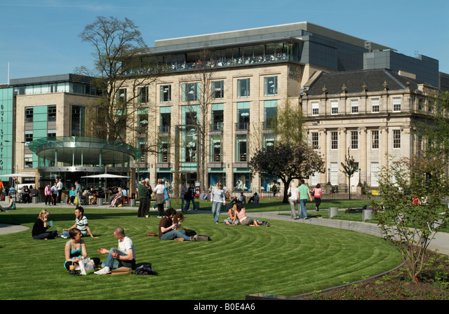 The recently completed (April 2008) landscaping of St Andrew Square gardens, Edinburgh ALMB0E4A6| 写真素材・ストックフォト・画像・イラスト素材|アマナイメージズ