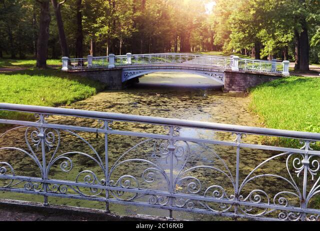 bridge over the channel overgrown with a duckweed. Catherine Park. Pushkin (Tsarskoye Selo). Petersb ALM2C16RXB| 写真素材・ストックフォト・画像・イラスト素材|アマナイメージズ