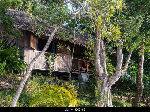 A guest bungalow made of native material at eco-lodge Bush House. Madagascar, Africa ALMKH0K65  写真素材・ストックフォト・画像・イラスト素材 アマナイメージズ