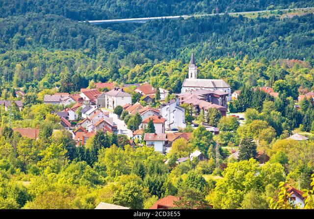 Mountain town of Vrbovsko green landscape view, Gorski Kotar region of Croatia ALM2CD3E55  写真素材・ストックフォト・画像・イラスト素材 アマナイメージズ