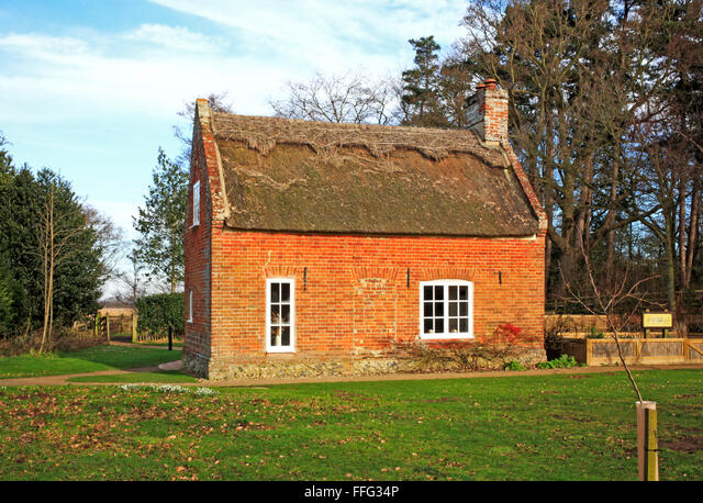 A view of Toad Hole Cottage on the Norfolk Broads at How Hill, Ludham, Norfolk, England, United Kingdom. ALMFFG34P| 写真素材・ストックフォト・画像・イラスト素材|アマナイメージズ