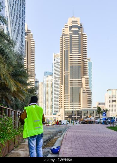 Worker in Dubai Marina, UAE ALMEWYN6A  写真素材・ストックフォト・画像・イラスト素材 アマナイメージズ
