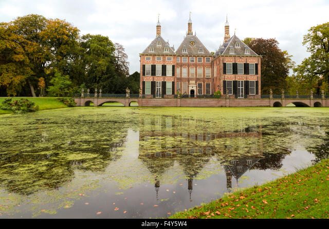 Front view of Duivenvoorde Castle, Voorschoten, South Holland, The Netherlands. Build in 1631 with an English landscape park. ALMF4Y5W4| 写真素材・ストックフォト・画像・イラスト素材|アマナイメージズ