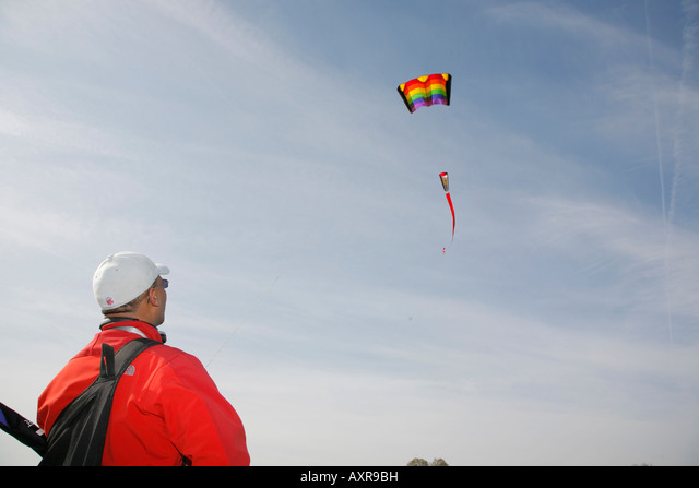 Person flying a kite, Washington DC, USA ALMAXR9BH  写真素材・ストックフォト・画像・イラスト素材 アマナイメージズ
