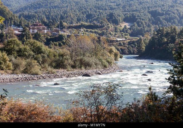 Bumthang, Bhutan.  Buddhist Monastic School near Jakar. ALMM1MY7N  写真素材・ストックフォト・画像・イラスト素材 アマナイメージズ