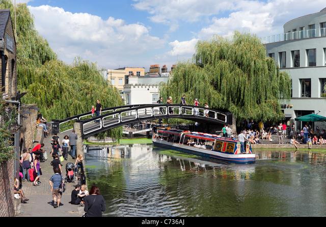 Narrowboat at Camden Lock, North London, England, UK ALMC736AJ| 写真素材・ストックフォト・画像・イラスト素材|アマナイメージズ