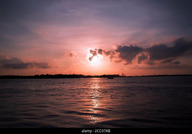 Sunny day on a calm river in summer ALM2CC07KB| 写真素材・ストックフォト・画像・イラスト素材|アマナイメージズ