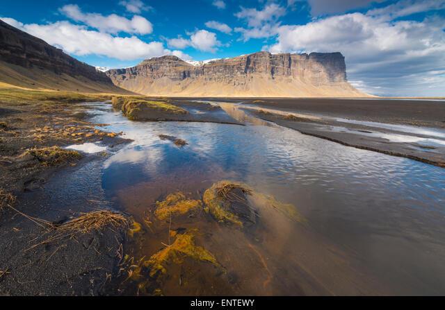 Iceland, landscape - Lomagnupur cliffs near Nupsstadur on the Skeidararsandur Plain ALMENTEWY| 写真素材・ストックフォト・画像・イラスト素材|アマナイメージズ