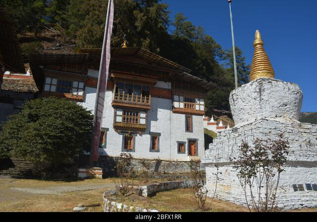 A religious school with monks' accommodation in Bumthang, Bhutan. ALM2BFX1RR  写真素材・ストックフォト・画像・イラスト素材 アマナイメージズ