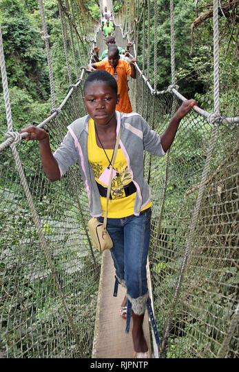 Schoolchildren on the Canopy Walkway, Kakum National Park, Ghana ALMRJPNTP  写真素材・ストックフォト・画像・イラスト素材 アマナイメージズ