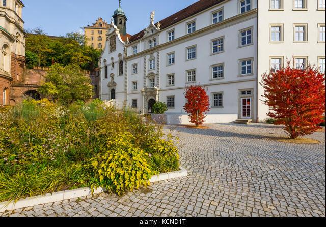 grammar school Klosterschule vom Heiligen Grab right, Friedrichsbad Therme on the left and the new castle above in the spa town Baden-Baden, Germany ALMKCND1T  写真素材・ストックフォト・画像・イラスト素材 アマナイメージズ