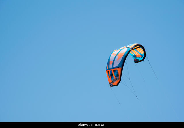 Kite flying in action at Prasonisi National Park Rhodes, Greece. ALMHHMF4D  写真素材・ストックフォト・画像・イラスト素材 アマナイメージズ