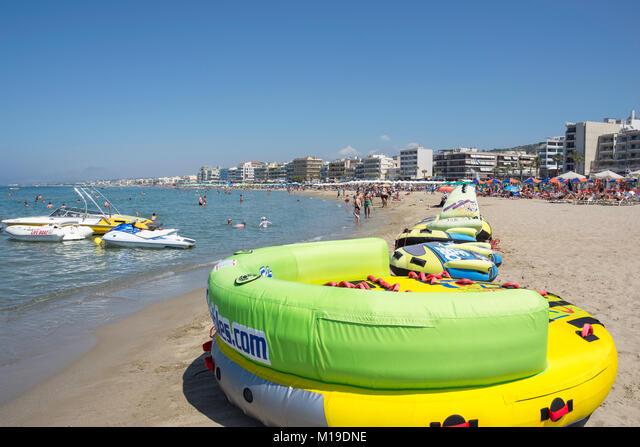 Water sports on Ikarus Beach, Rethymnon (Rethimno), Rethimno Region, Crete (Kriti), Greece ALMM19DNE  写真素材・ストックフォト・画像・イラスト素材 アマナイメージズ