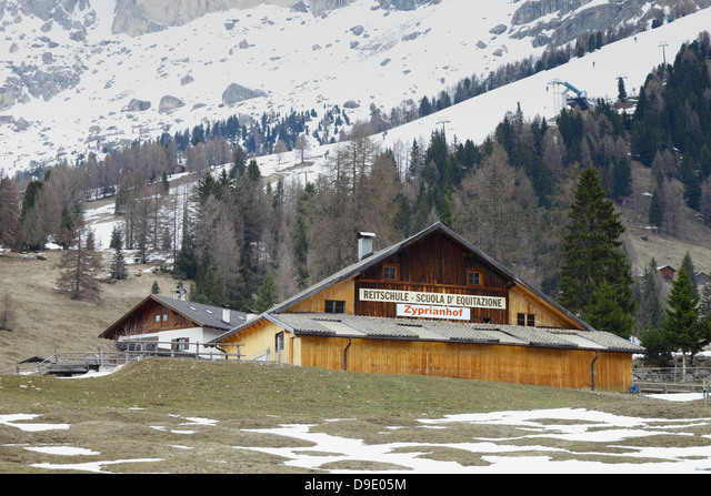 Sporting activities in the South Tyrol, Riding school,Italy ALMD9E05M  写真素材・ストックフォト・画像・イラスト素材 アマナイメージズ