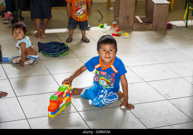 Young boy playing in the school in the Pilchi Community on the Napo River (an Amazon tributary), Ecuador, South America ALMGRR45M  写真素材・ストックフォト・画像・イラスト素材 アマナイメージズ