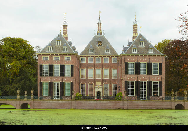 Front view of Duivenvoorde Castle, Voorschoten, South Holland, The Netherlands. Build in 1631 and with an English landscape park ALMF4Y5W5| 写真素材・ストックフォト・画像・イラスト素材|アマナイメージズ