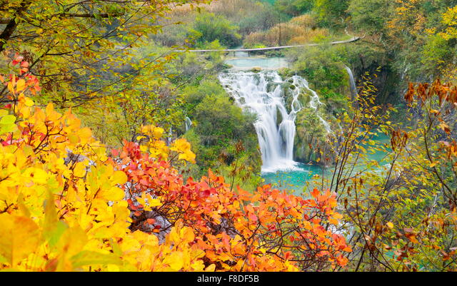 Waterfall in Plitvice Lakes National Park, autumn landscape, Croatia, UNESCO ALMF8DF5B  写真素材・ストックフォト・画像・イラスト素材 アマナイメージズ