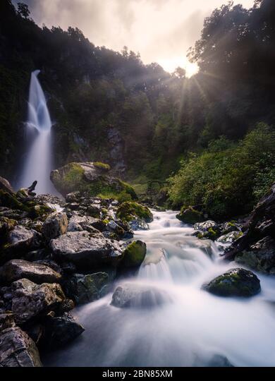 PUERTO RIO TRANQUILO, CHILE - CIRCA FEBRUARY 2019: Waterfall La Nutria, close to Puerto Rio Tranquilo in Chile. ALM2BN85XM| 写真素材・ストックフォト・画像・イラスト素材|アマナイメージズ