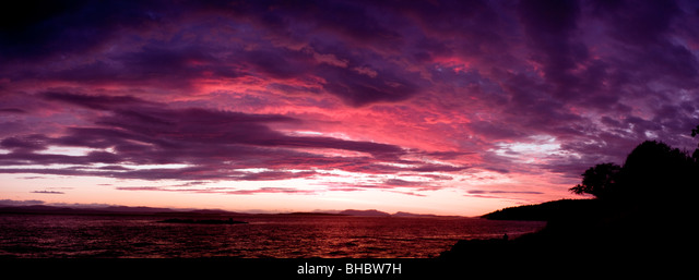 Sunset over Haro Strait as seen from San Juan Island on the north west side of the island on an summers evening. ALMBHBW7H  写真素材・ストックフォト・画像・イラスト素材 アマナイメージズ