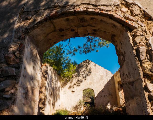 Old farmhouse. Sierra Blanca forest near Refugio Juanar, Ojen Malaga province Costa del Sol. Andalusia southern Spain Europe ALMHW4H1N  写真素材・ストックフォト・画像・イラスト素材 アマナイメージズ
