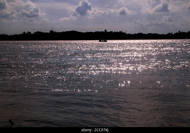Sunny day on a calm river in summer ALM2CC07KJ| 写真素材・ストックフォト・画像・イラスト素材|アマナイメージズ