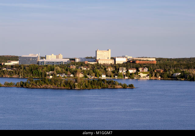 This picture of Lake Ramsey and Laurentian University was taken from the roof of the former Sudbury General Hospital ALMM1GGM7  写真素材・ストックフォト・画像・イラスト素材 アマナイメージズ