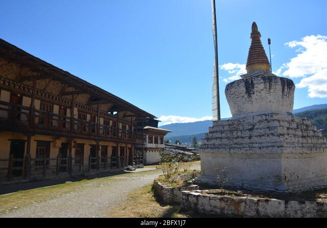 A religious school with monks' accommodation in Bumthang, Bhutan. ALM2BFX1J7  写真素材・ストックフォト・画像・イラスト素材 アマナイメージズ