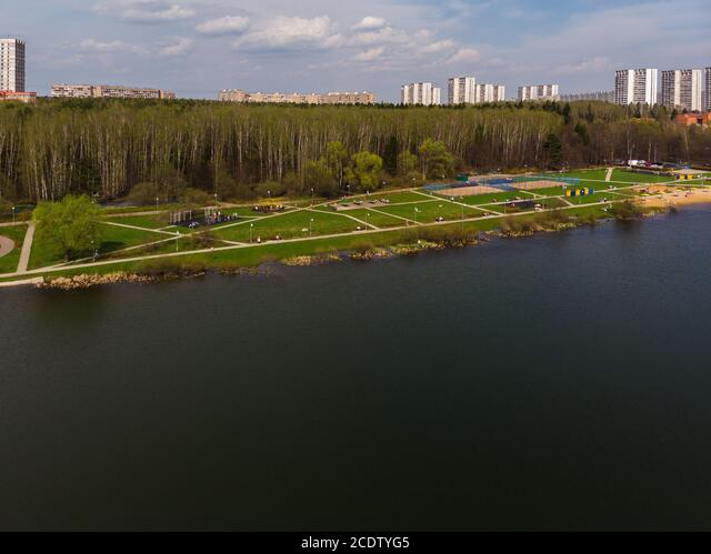 Top view on school lake in Zelenograd administrative district of Moscow, Russia ALM2CDTYG5  写真素材・ストックフォト・画像・イラスト素材 アマナイメージズ