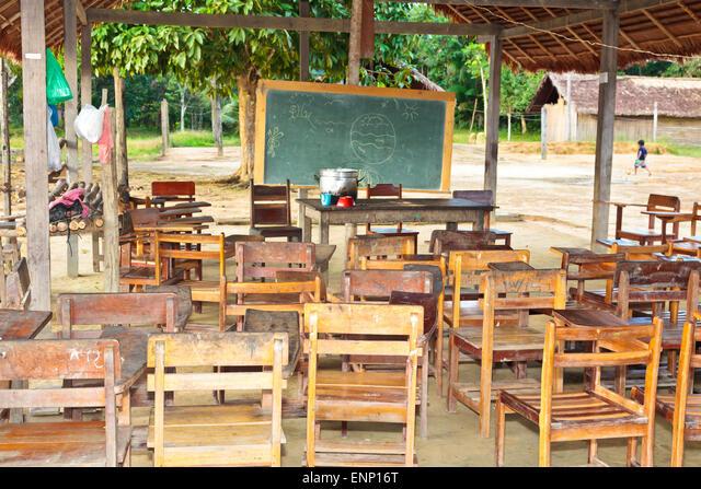 VIllage school in a Satere village in the Brazilian rain forest ALMENP16T  写真素材・ストックフォト・画像・イラスト素材 アマナイメージズ