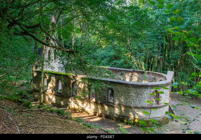 The derelict building of a former Victorian school in the village of Bedham, West Sussex, England, UK ALMPD4X87  写真素材・ストックフォト・画像・イラスト素材 アマナイメージズ