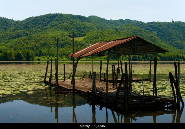 Deserted old landing place by the lake ALMP3JAM6| 写真素材・ストックフォト・画像・イラスト素材|アマナイメージズ
