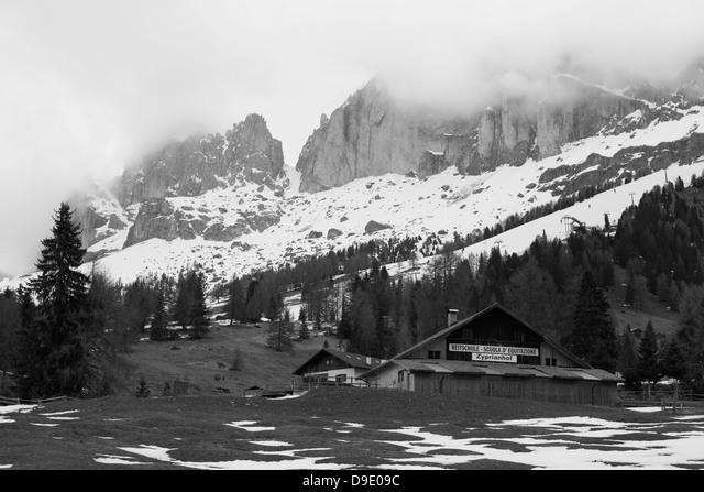 Riding school Zyprianhof, Nova levante, South Tyrol,Italy ALMD9E09C  写真素材・ストックフォト・画像・イラスト素材 アマナイメージズ