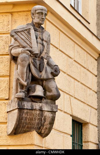 Sculpture of a musician; emblem of the Choral Society Munich; Munich, Bavaria, Germany, Europe ALMCMWHDK| 写真素材・ストックフォト・画像・イラスト素材|アマナイメージズ